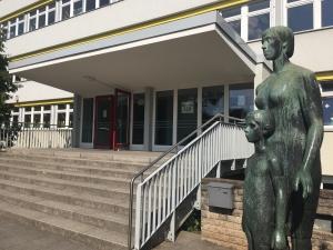 Eingangsbereich der Lew-Tolstoi-Schule